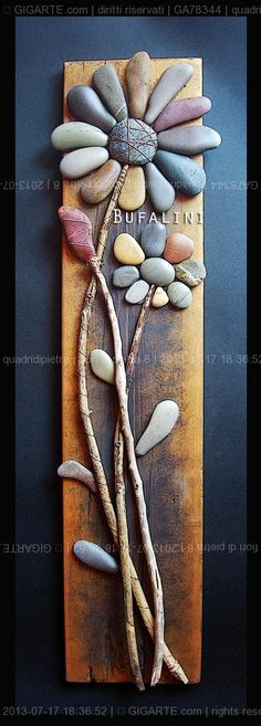 Stone flowers on wood // Flores de piedras y madera