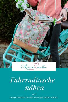 Herzenssachen: Cool bicycle even cooler? Sewing manual bicycle bag, Freebook Source by linababe - Handmade Purses, Handmade Handbags, Vintage Handbags, Hippie Bags, Boho Bags, Diy Tote Bag, Diy Bags, Cool Bikes, Cool Bicycles