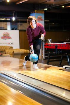 Harry bowling<3