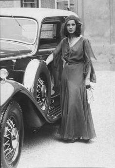 Miss Austria, Miss Universe 1931 Vintage Cars, Vintage Photos, 1950s Fashion, Vintage Fashion, Belle Epoque, Concours D Elegance, 1930s Dress, Historical Photos, Vintage Looks