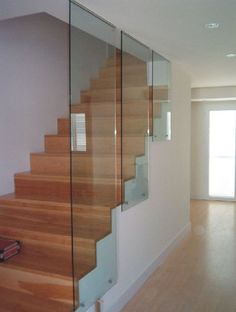 Image result for barandillas escaleras cristal Glass Stairs, Floating Stairs, Staircase Storage, Staircase Design, Dream House Interior, Interior Stairs, Stair Handrail, Banisters, Railings