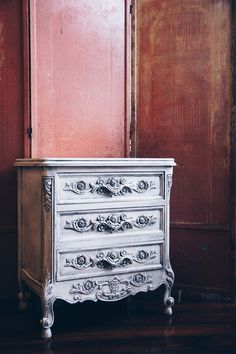 Chalk Paint® by Annie Sloan in Pure White and Black Chalk Paint® Wax was used to help create contrasting tones that work to bring out the gorgeous carved floral motif in this vintage rococo-style chest. It was then styled it with an antique French tri-fold screen. The gorgeous dresser project was by Annie Sloan Stockist Bohème Atelier in St. Louis, MO.