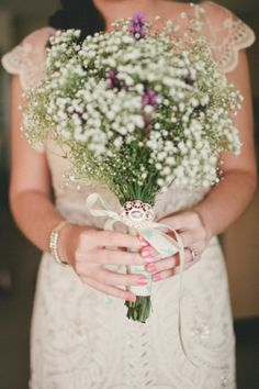 bridesmades can have more babys breath and hint of lavender and bride has more lavender