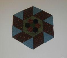 Hexagonos y rombos hechos con nuestro producto Templatesquick ®™ REF: TI21H y TI21R .Puedes hacerlo igual con otras medidas se ha añadido  una flor con hexágonos de 1 cm.