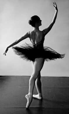 Ballet (Jesse Scales) - Photography Ballet / Inspiration ♥ www.thewonderfulworldofdance.com #ballet #dance