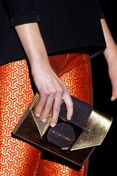 Colección Goldenmille de Hannibal Laguna presentada en Mercedes-Benz Fashion Week Madrid #bolsos #mujer #accesorios #HannibalLaguna