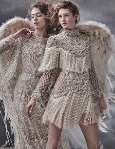 Mariano Vivanco Captures Heavenly Haute Couture for Vogue Russia Embracing fringe, the fashion editorial features embellished gown from Elie Saab (left) and mini dress from Balmain (right) Vogue Vintage, Vintage Fashion, Vogue Japan, Foto Fashion, High Fashion, Style Fashion, Fringe Fashion, Fashion Pics, Vogue Fashion