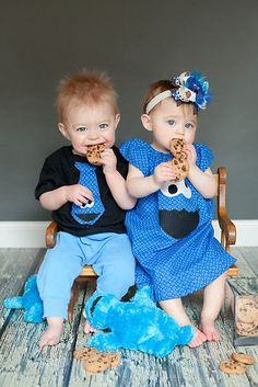 The twins first taste of cookies! boutique-modeling sooooo adorable