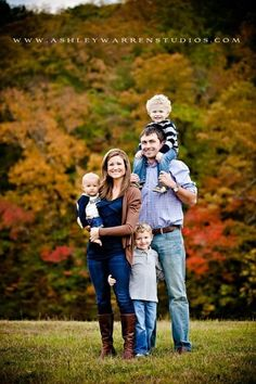 Good fam of 5 pose! The Williamsons – Trussville Alabama Family Photographer « Ashley Warren Studios Family Portrait Poses, Family Picture Poses, Family Picture Outfits, Family Photo Sessions, Family Posing, Fall Family Portraits, Kind Photo, Fall Family Pictures, Family Pics