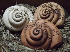 Garten- & Pflanzenstecker - 3er Set Schneckenhaus Keramik-Unikat Handarbeit - ein Designerstück von elfenfluestern bei DaWanda