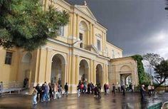 Santuario di Santa Lucia: La chiesa presenta una facciata in stile vanvitelliano, ha una sola navata con cappelle sulla sinistra, come stabiliva la Riforma francescana. Esse sono dedicate a S. Orsola, all'Immacolata,a San Francesco e al crocifisso.