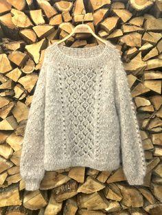 Ravelry: Project Gallery for Bjørk Genser pattern by Åsa Christiansen Easy Knitting, Knitting Stitches, Knitting Yarn, Sweater Knitting Patterns, Crochet Pullover Pattern, Knit Crochet, Lace Patterns, Crochet Patterns, Hand Knitted Sweaters