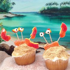 Does your kiddo have a birthday coming up? Make it beachy keen with crab cupcakes!