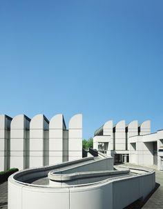 Bauhaus Archiv-Museum by Walter Gropius in Berlin, Germany Walter Gropius, Classical Architecture, School Architecture, Architecture Design, Landscape Architecture, Architecture Collage, Design Museum, Art Museum, Mondrian