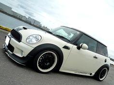 Mimi with bbs Wheels, matte black around the Wheels.