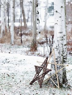 Holiday Inspiration : Winter Holidays in Scandinavian Home Danish Christmas, Christmas Mood, Noel Christmas, Scandinavian Christmas, Country Christmas, Natural Christmas, Xmas, Office Christmas, Boho Deco