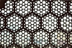 Monument: 	Amber Palace,  Town: 	Amber (Jaipur),  Region: 	India,  Dynasty: 	Rajput,  Feature: 	Latticework/pierced screens,  Medium: 	carved masonry / stone relief,  Canon: 	Geometric Pattern,  CE:	c1660