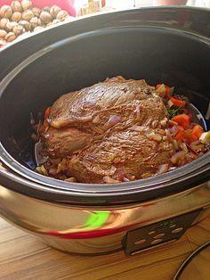 Rinderschmorbraten mit Rotwein im Slowcooker (Crockpot), ein gutes Rezept aus der Kategorie Schmoren. Bewertungen: 2. Durchschnitt: Ø 3,8.