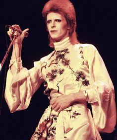 vezzipuss.tumblr.com — David Bowie, Photo @ Michael Putland, Circa 1973...
