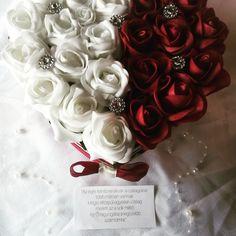 Születésnap? Évforduló? Anyák napja? Ballagás? Kérésre is készítek egyedi virágdobozokat! Írd le elképzelésed és megvalósítom! Személyre szabott kísérőkártyával a meghitt ajándékozásért! #rózsabox #rózsadoboz #habrózsadoboz #virágdoboz #születésnap #anyáknapja #anyáknapiajándék #ballagás #ballagásiajándék #ajándék #szív #nőnap Flowers, Plants, Pink, Plant, Royal Icing Flowers, Pink Hair, Flower, Florals, Roses