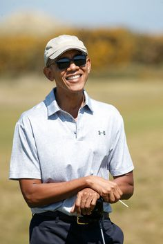 Barack Obama Photos Photos - Former United States President Barack Obama plays a round of golf at the Old Course on May 2017 in St Andrews, Scotland. - Former President Obama Plays Golf in St Andrews Obama Vice President, Mr Obama, Obama 2008, Former President, Black Presidents, American Presidents, Obama Funny, Obama Photos, Presidente Obama