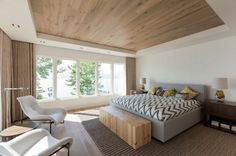 lakeside vacation home combines natural materials modern living 20 master bedroom 830x552 Уютный летний дом на берегу озера | Robert Bailey