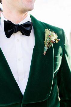 This groom's hunter green velvet jacket is perfect for a winter wedding! Wedding Groom, Wedding Suits, Wedding Attire, Groom And Groomsmen Looks, Green Velvet Jacket, Jewel Tone Wedding, Green Wedding, Fall Wedding, Modern Groom