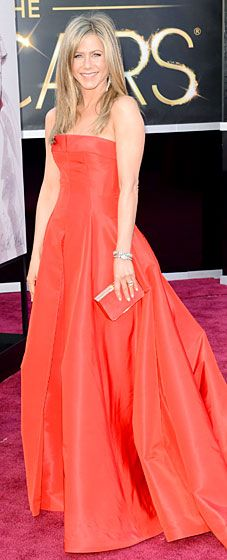 Jennifer Aniston shined wearing a Valentino dress and Fred Leighton jewels at the 2013 Oscars