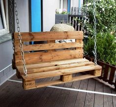 Use Pallet Wood Projects to Create Unique Home Decor Items Pallet Patio Furniture, Diy Garden Furniture, Furniture Projects, Furniture Design, Furniture Cleaning, Furniture Plans, Pallet Swing Beds, Diy Swing, Pallet Swings