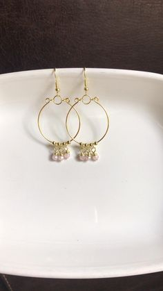 Rose Quartz Color, Jewelry Crafts, Craft Jewellery, Resin Bracelet, Gold Wire, Gold Hoops, Colored Glass, Dangle Earrings, Glass Beads