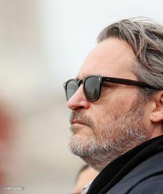 Joaquin Phoenix, Liv Tyler 90s, Joker Images, Jean Reno, Grey Beards, Dream Guy, Barista, Celebs, Sunglasses