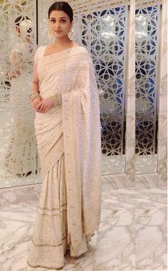 Bollywood Actress Aishwarya Rai Georgette saree in White colour Bollywood Designer Sarees, Bollywood Lehenga, Indian Designer Sarees, Bollywood Fashion, Bollywood Dress, Bollywood Celebrities, Saree Blouse Neck Designs, Fancy Blouse Designs, Celebrity Fashion Outfits