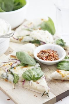 Spinach and Ricotta Pizza i dont even like pizza that much but this looks great to me!