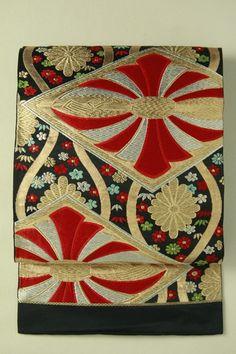 Black fukuro obi / 黒地 結び熨斗菱文花立涌柄 六通袋帯 #Kimono #Japan http://www.rakuten.co.jp/aiyama/