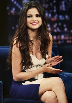 (Selena Gomez come follow me Jonathan Vasquez