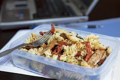 Gordon Ramsay's Office Bag Lunch - Fusilli Salad with Merguez Sausages and Olives Ingredients: 5 oz. Home Recipes, Lunch Recipes, Summer Recipes, Healthy Recipes, Easy Recipes, Chef Gordon Ramsey, Gordon Ramsay, Paella, Masterchef Recipes