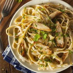 Don't head to the restaurant instead, save some money by making this flavor-packed Chicken Alfredo Olive Garden copycat recipe for dinner. Grilled Chicken Alfredo, Chicken Fettuccine, Grilled Chicken Recipes, Fettuccine Alfredo, Copycat Recipes, Sauce Recipes, Alfredo Sauce Recipe Easy, Spaghetti Squash Recipes, Shrimp Spaghetti