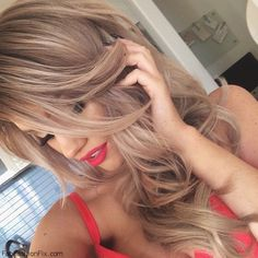Gorgeous loose curls on long honey blonde hair. #blonde #curls #hairstyle