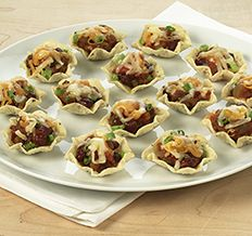 Create the tastiest Chili Cheesy Nachos, Tostitos® own Chili Cheese Nachos with step-by-step instructions. Make the best Chili Cheese Nachos for any occasion. Chili Cheese Nachos, Cheesy Nachos, Roast Beef Recipes, Chili Recipes, Mexican Food Recipes, Yummy Appetizers, Appetizer Recipes, Food Network Recipes, Cooking Recipes
