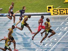 Usain Bolt rennt der Konkurrenz im 100-Meter-Finale bei der Leichtathletik-WM ganz locker davon. (Foto: Michael Kappeler/dpa)