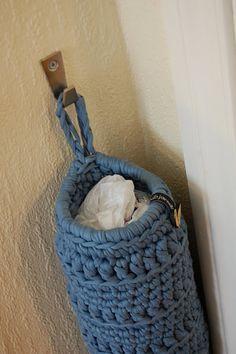 CROCHET holder for plastic bags pattern ❥Teresa Restegui ❥ Crochet Kitchen, Crochet Home, Love Crochet, Crochet Gifts, Knit Crochet, Plastic Bag Crochet, Crochet Purses, Crochet Bags, Plastic Bag Holders