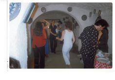 1998 bailando en una fiesta de despedida de estudiantes