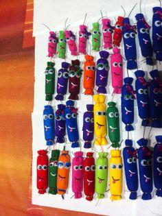 petardos fieltro - felt firecrackers Ideas Para, Diy Ideas, Diy Adult, Felt Diy, Alicante, Perler Beads, Valencia, Polymer Clay, Workshop