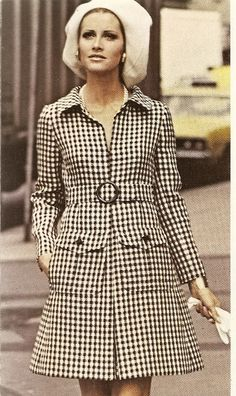 Vogue spring Black and white checked wool. - I would wear this today. Seventies Fashion, Mod Fashion, 1960s Fashion, Fashion Photo, Vintage Fashion, Vintage Coat, Mode Vintage, Fashion History, Mantel