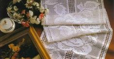 Table Runner- fillet crochet Fillet Crochet, Table Runners, Home Decor, How To Knit, Decoration Home, Crochet Granny, Interior Design, Crochet Stitches