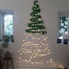 101 Christmas DIY Decorations Easy and Cheap christmas decorations easy Wall Christmas Tree, Creative Christmas Trees, Diy Christmas Decorations Easy, Noel Christmas, Outdoor Christmas, Simple Christmas, Christmas Crafts, Christmas Ornaments, Diy Christmas Room Decor