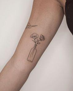 Line Art Tattoos, Up Tattoos, Friend Tattoos, Mini Tattoos, Body Art Tattoos, Tatoos, Dainty Tattoos, Pretty Tattoos, Small Tattoos