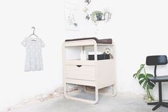 Do you like pure Scandinavian style? Don't miss this. If you are choosing the furniture for the nursery we bring you an interesting collection created by a new brand, Ollie's Out. This Danish kids' interior design company started its adventure with just some pieces of furniture inspired by the Nordic world. Pure soft lines and natural […]