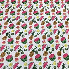 Karpuz & Ananas Dijital Baskı Kumaş isimli ürünümüzü sitemizden satın alabilirsiniz.En 140 cm metresi 30 #intaslar #kumaş #poplinkumaş #pamuklu #pamuklukumaş