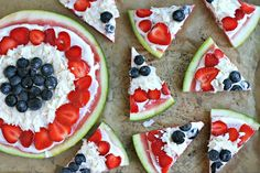 Red, White and Blue Watermelon Pizza from www.EverydayMaven.com Watermelon Dessert, Watermelon Pizza, Baked Cabbage Steaks, Roasted Cabbage, Real Food Recipes, Snack Recipes, Dessert Recipes, Snacks, Cube Steak Recipes
